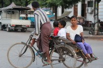 Trishaw , vélo porteur avec 2 sièges sur le côté
