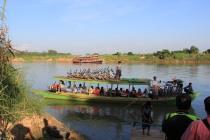 Traversée de la rivière Dokehtawaddy en bateau local, A Ava