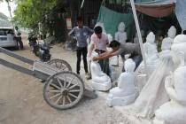 Déplacement du bloc de marbre en carriole ...