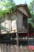 Site de Ava , visite du village , Habitat local..