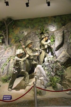 A l intérieur du musée, reproduction des combats ...