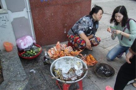 Les prix des langoustes sont fortement négociés dans la rue .