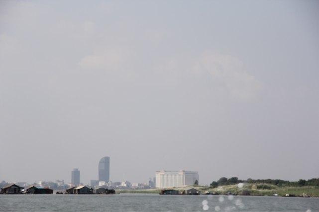 Arrivée à Phnom Penh sur le mekong