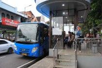 Arrêt de bus à hauteur